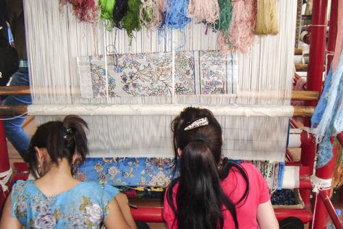 silk rug weaving